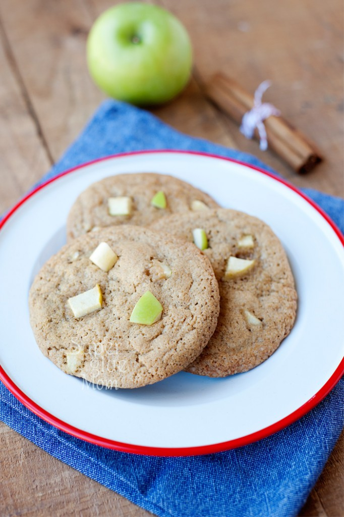 These apple pie cookies are super easy to make and delicious!