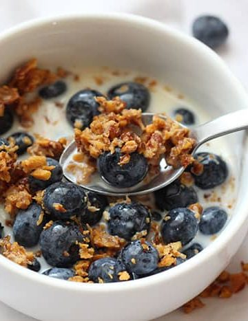 Cereal Clusters Recipe - bowl with blueberries and milk - Grain Free vanilla granola
