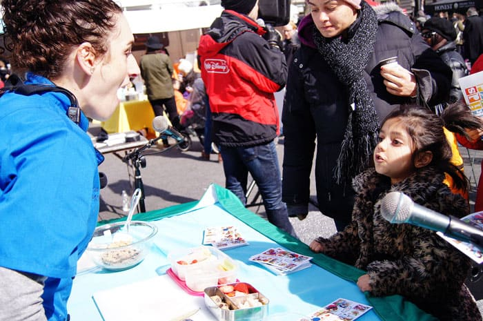 laura-fuentes-at-kid-food-festival-talking-with-kids