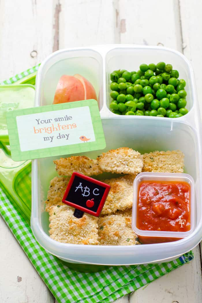 easy baked ravioli recipe everyone will love! Also easy to pack inside a school lunch#