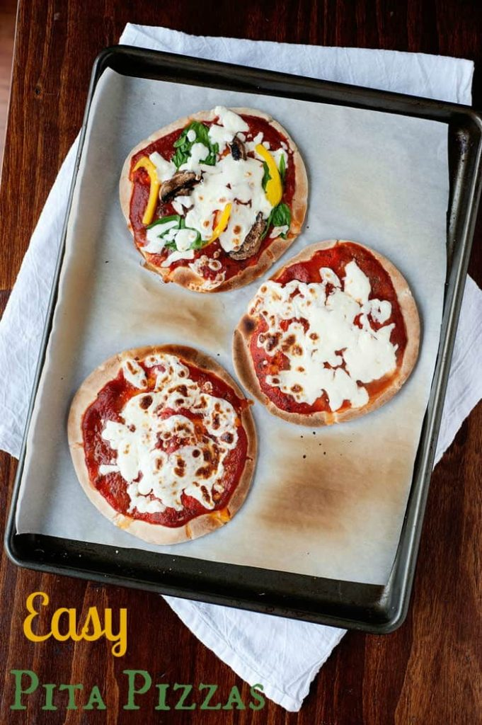 Easy Pita Pizzas that are perfect for a quick dinner or school lunch!