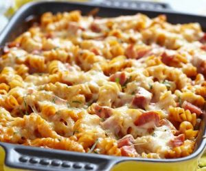 this easy baked tomato basil pasta recipe comes together in 30 minutes