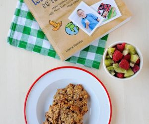 healthy oatmeal cookie recipe from The Best Homemade Kids Lunches on the Planet http://bit.ly/homemadelunchamazon