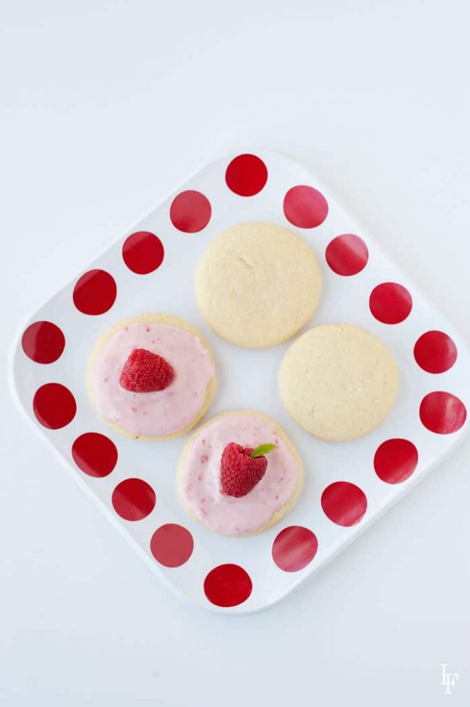 what's it gonna be? frosted or not frosted soft and chewy sugar cookies? Make ahead and freezable.