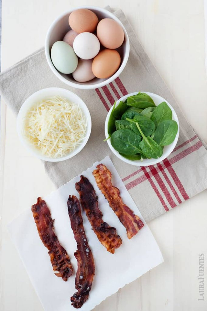 eggs, spinach, bacon, cheese are simple ingredients for this easy lunchbox recipe