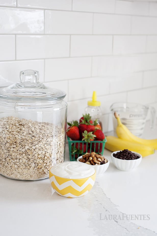 It is time for a fun breakfast with this DIY Oatmeal Bar.