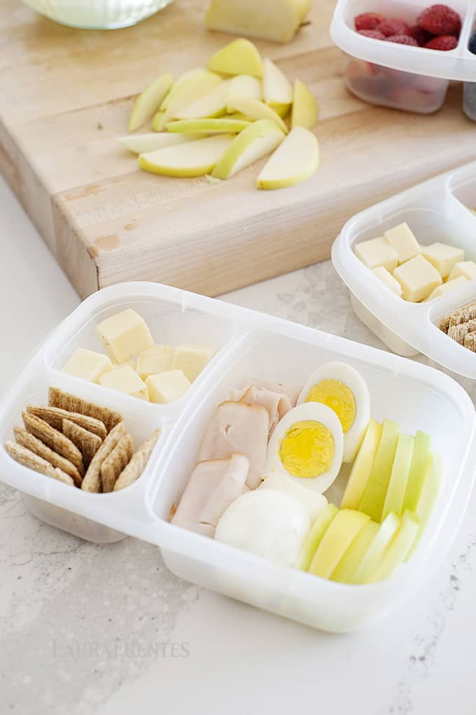 The Classic MOMable Bento Lunch | Packed with protein and and fruit, your kids are sure to love this easy bento idea.