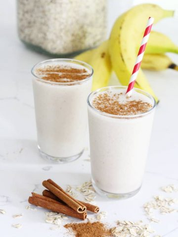 perfectly silky smooth, healthy dairy-free cinnamon roll smoothie recipe!