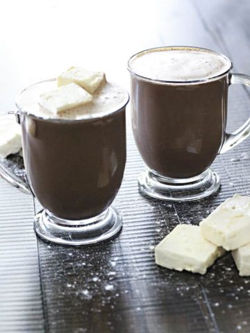 A sugar-free hot chocolate recipe without artificial ingredients? Yes! It's delicious and guilt-free!