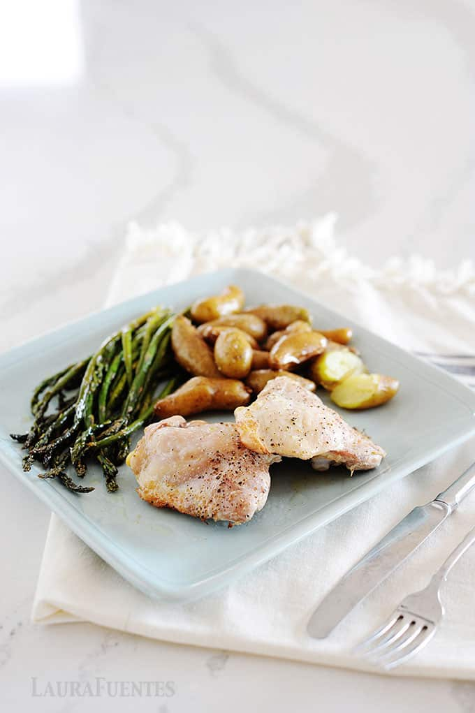 sheet pan chicken and potatoes with aparagus