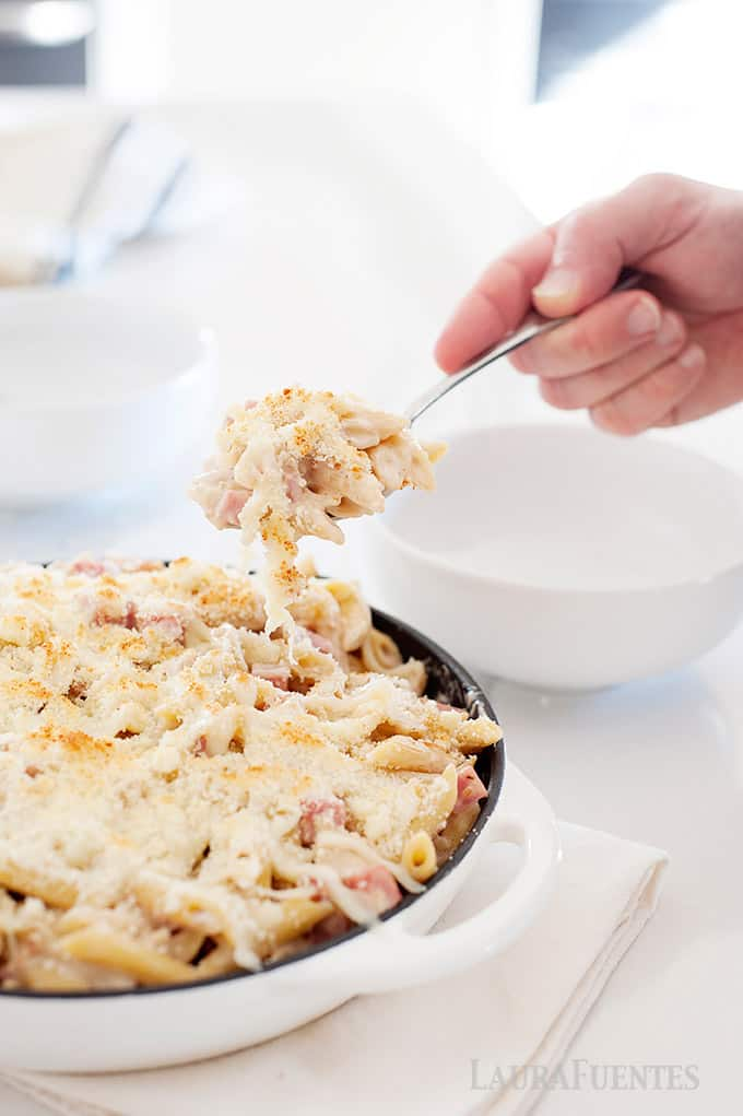 skillet of cheesy chicken pasta