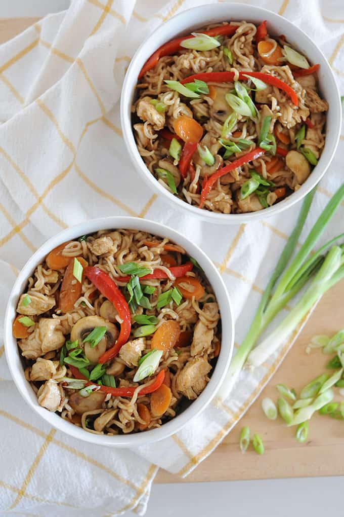 sliced mushrooms, red pepper and chicken in two bowls with thin ramen noodles